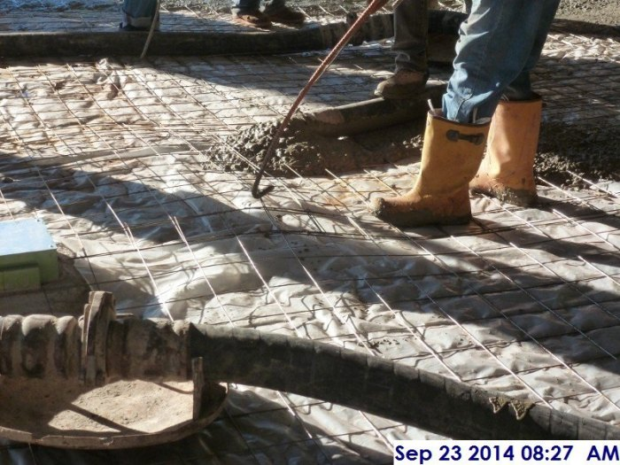 Lifting the wire mesh before pouring concrete at the Main Lobby 102 Facing South (800x600).jpg