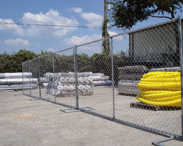 Temporary Chain Link Fence Rental-750x600.dm.edit_YWYAUR.jpg